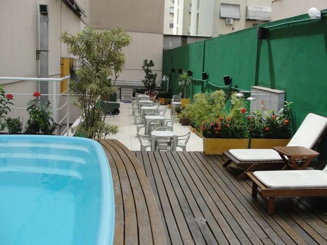 Terraza de Copahostel, un área común con piscina muy agradable