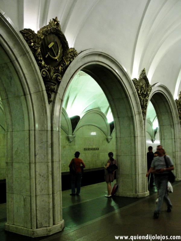 Las estaciones se construyeron con el mármol de una iglesia que entonces fue demolida