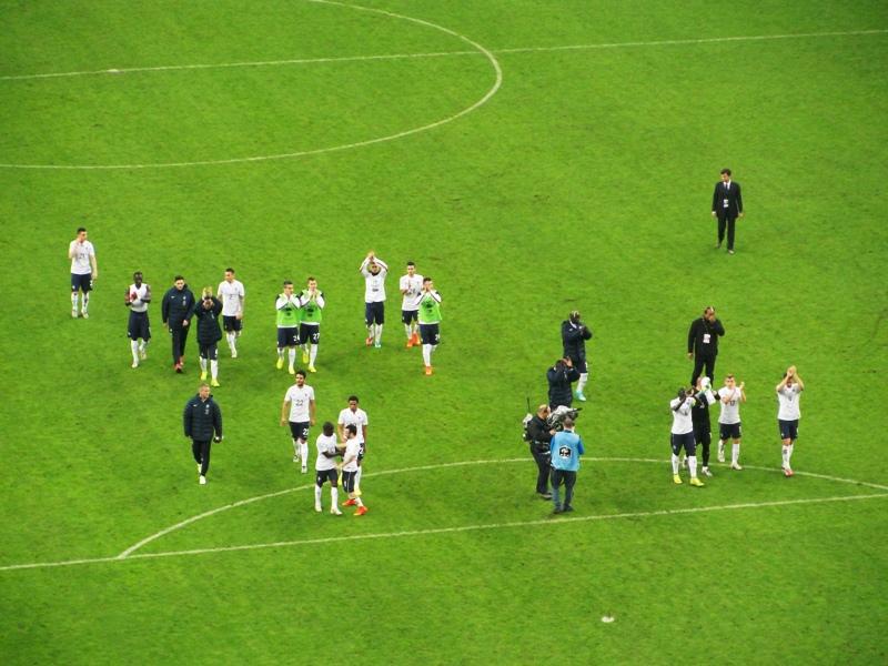 Los jugadores se despidieron del público al final del partido