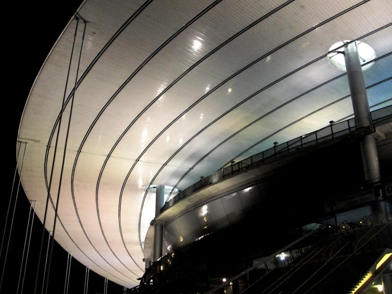 Por fuera, el Stade de France parece un platillo volador