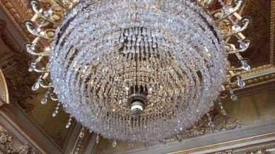 Lámparas extraordinarias iluminan cada sala