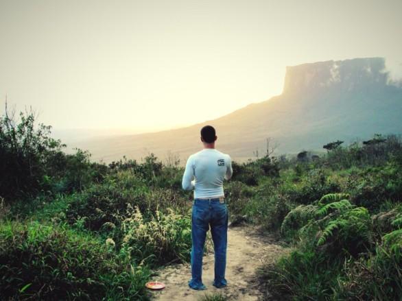 Un atardecer alucinante mirando el Kukenán (Foto: Johan Ramírez)