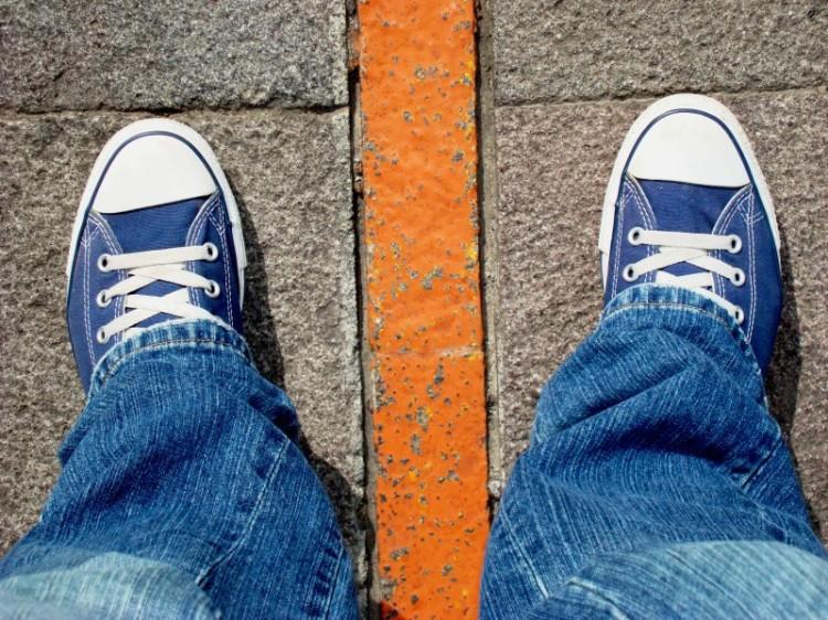 En la Mitad del Mundo, con un pie en el Norte y otro en el Sur (Foto: Johan Ramírez)