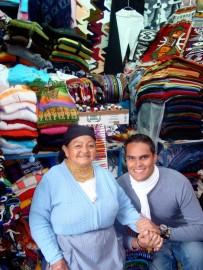 Fiesta de colores en el mercado de artesanía de Quito (Foto: Johan Ramírez)