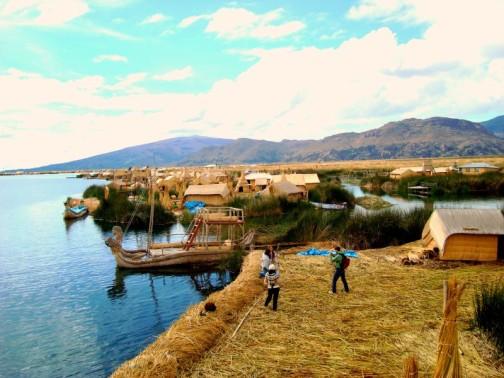 Las islas artificiales de los Uros (Foto: Johan Ramírez)
