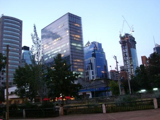 El centro de Santiago está lleno de oficinas y edificios nuevos (Foto: Johan Ramírez)
